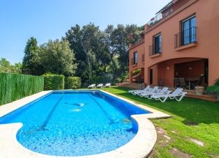House to Rent in Central Begur