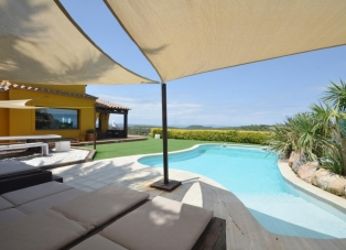 Villa for rent in Begur