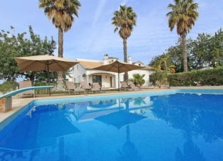 Villa to rent in Almancil