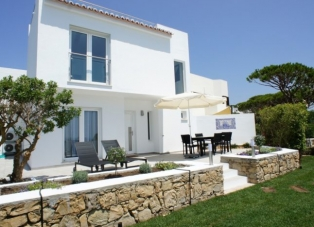 Townhouse to rent in Vale do Lobo