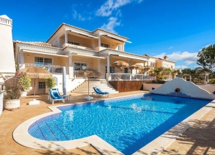 Villa to rent in Varandas do Lago