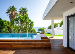 Villa to Rent in Olhos d'Agua