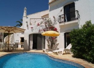 Townhouse to Rent in Dunas Douradas, Algarve