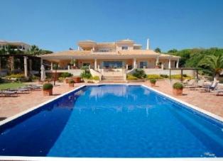Villa to Rent in Dunas Douradas, Algarve
