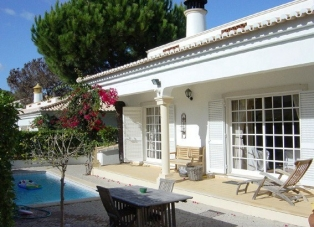 Villa to Rent in Vilas Alvas, Algarve, Portugal