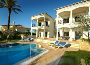 Villa to Rent in Vila Sol, Algarve
