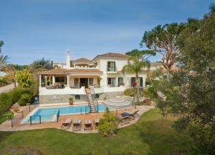 Villa to Rent in Pinheiros Altos
