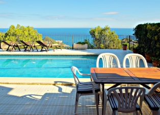 Duplex Apartment in Sa Tuna, Costa Brava