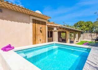 Villa to rent in Cala San Vicente