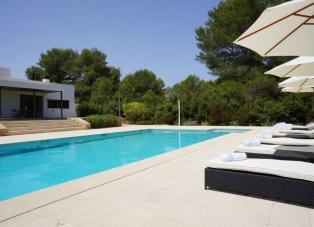 Villa to Rent in Santa Gertrudis