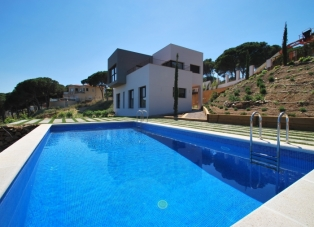 Villa to rent in Sa Riera