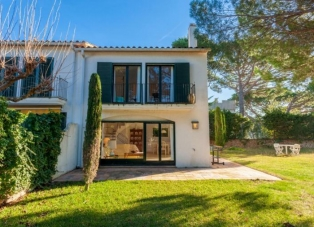 Townhouse to rent in Llafranc