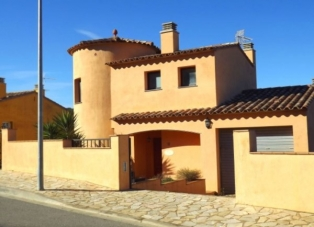 Villa to rent in Begur