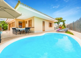 Villa to rent in Alcudia