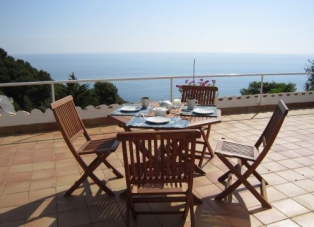 Apartment to Rent in Sa Tuna, Costa Brava