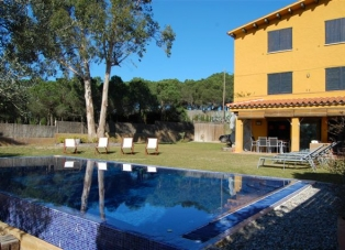 Semi-Detached House to Rent in Llafranc, The Costa Brava, Spain