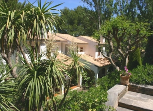 Semi-Detached Villa to Rent in Cala San Vincente, Mallorca
