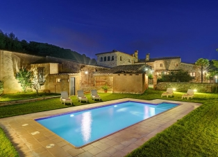 Farmhouse to Rent in Begur